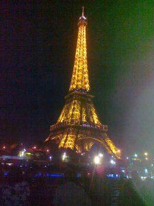 Paryż – wieża Eiffla nocą